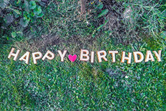 Happy-Birthday-aus-Betonbuchstaben_193455